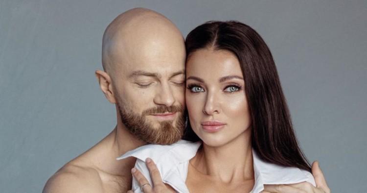 Влад Яма влаштував пікантну фотосесію з дружиною Ліліаною у ванній