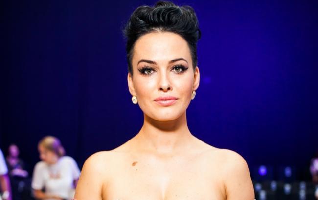 Даша Астаф'єва похвалилася пишним бюстом в чорному купальнику