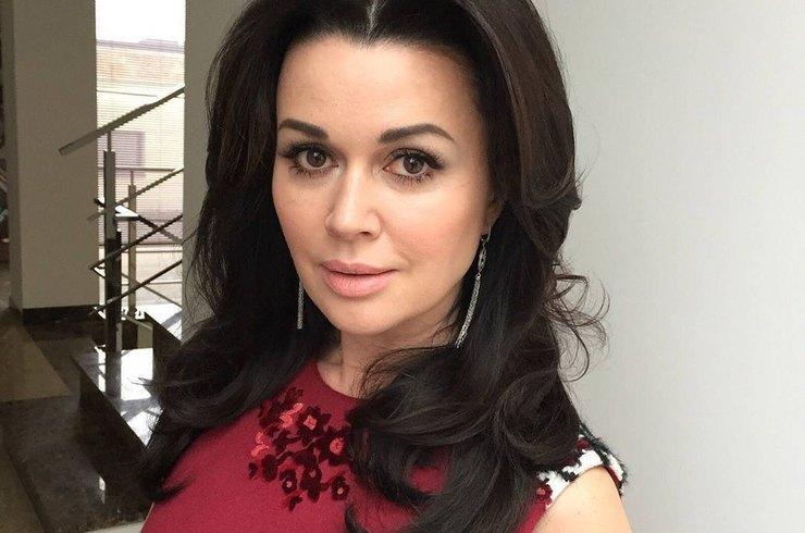 Анастасія Заворотнюк, вперше за довгий час, вийшла на зв'язок з прихильниками: фото