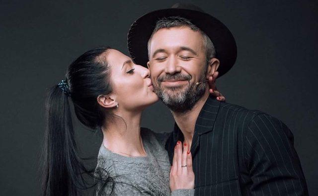 Щасливі разом: Сергій і Сніжана Бабкіни прикрасили обкладинку відомого глянцю
