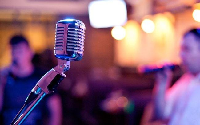 Як правильно співати в караоке?