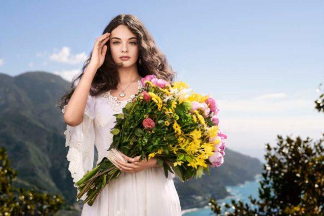 15-річна донька Моніки Беллуччі підкорила красою та неймовірно ніжним образом (фото)