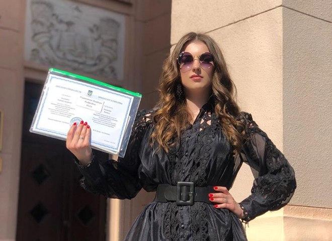 Мрії збуваються: дочка Кузьми Скрябіна похвалилася дипломом лікаря