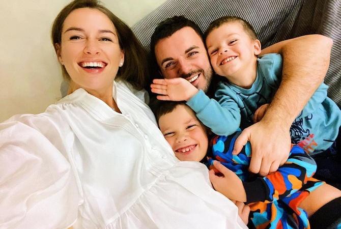 Популярний український телеведучий став багатодітним батьком: фото