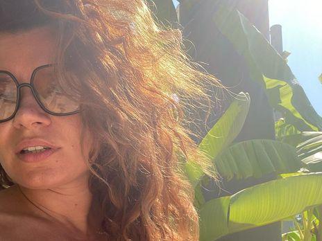 Дружина Дмитра Монатіка похизувалася пишними формами у смарагдовому купальнику: фото